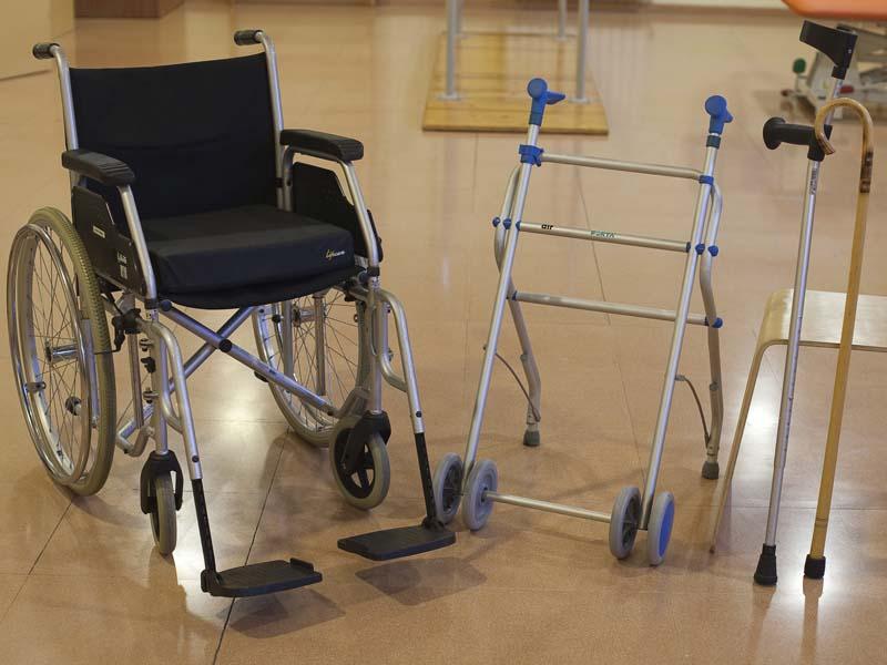 Materials-que-faciliten-la-mobilitat-i-la-postura-de-les-persones-grans