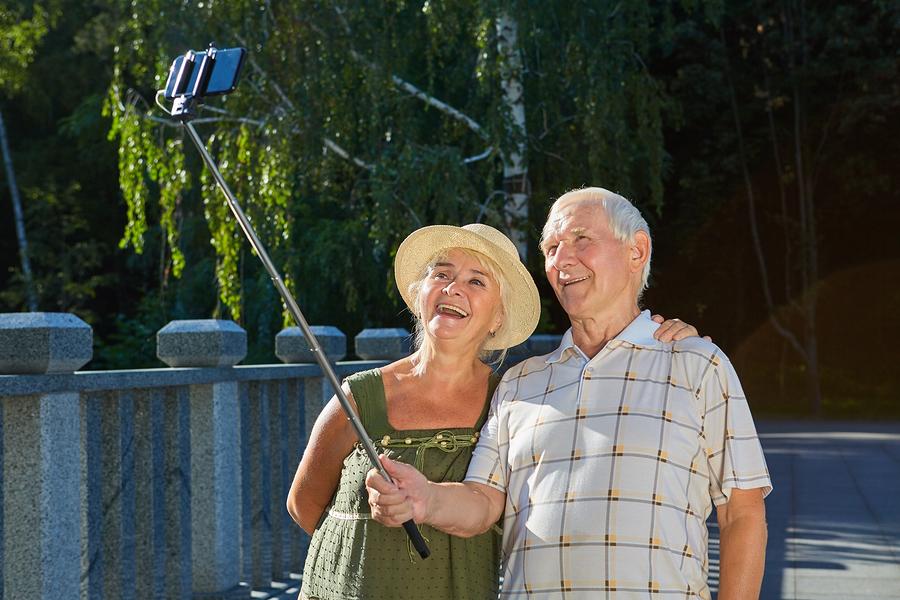 personas mayores en Castellvi en verano